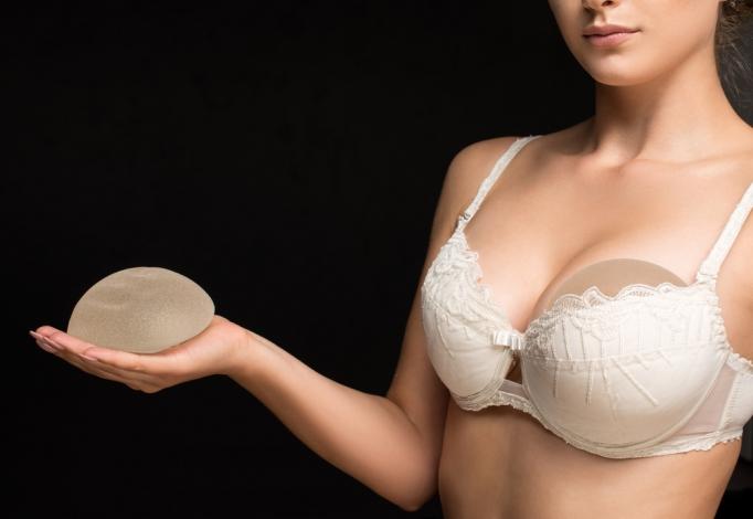 Doniesienia z Francji: czy implanty piersi powodują raka?