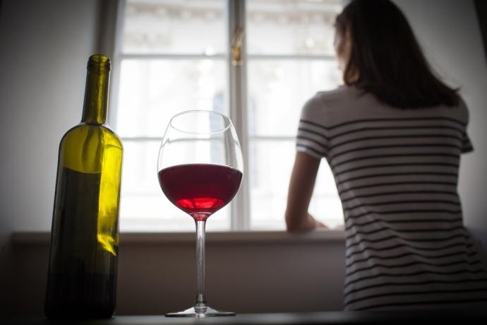 Nałogi w depresji. Czy choroba prowadzi do alkoholizmu?