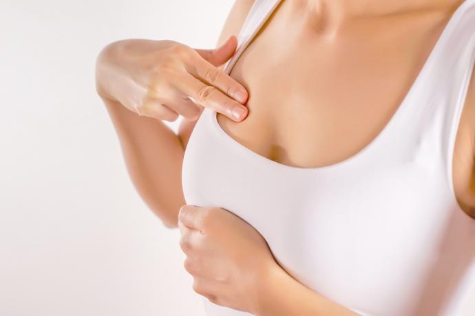 Mastektomia dla kobiet zagrożonych nowotworem piersi – czy wiesz, że od stycznia jest refundowana?